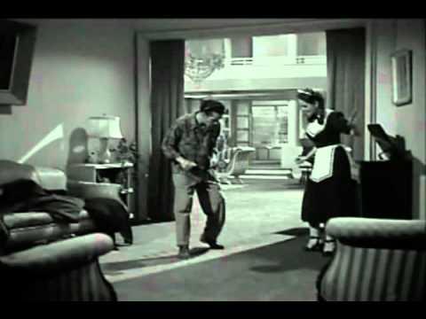 Seu Madruga dançando em seu primeiro filme