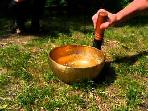 """""""Кипение"""" воды в тибетской чаше."""