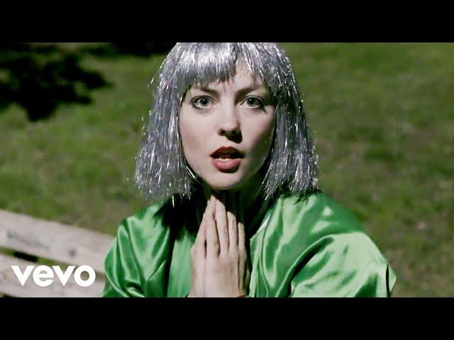 Un extrait qui ne manque pas de mordant pour Angel Olsen avec «Shut Up Kiss Me»