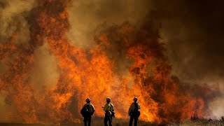 حريق هائل في جنوب كاليفورنيا