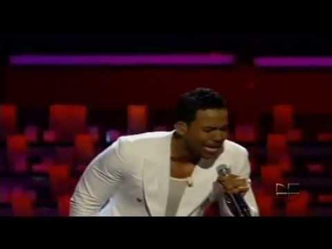 Romeo Santos - Mi Santa @ Premios lo Nuestro (2012)