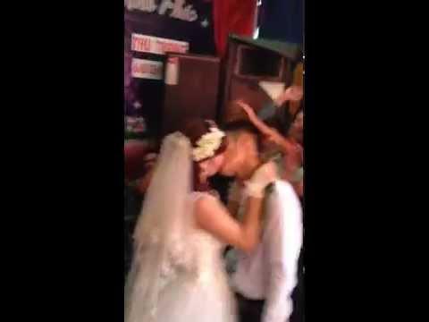 chú dể hát tặng cô dâu ... hôn nhau như phim hàn quốc