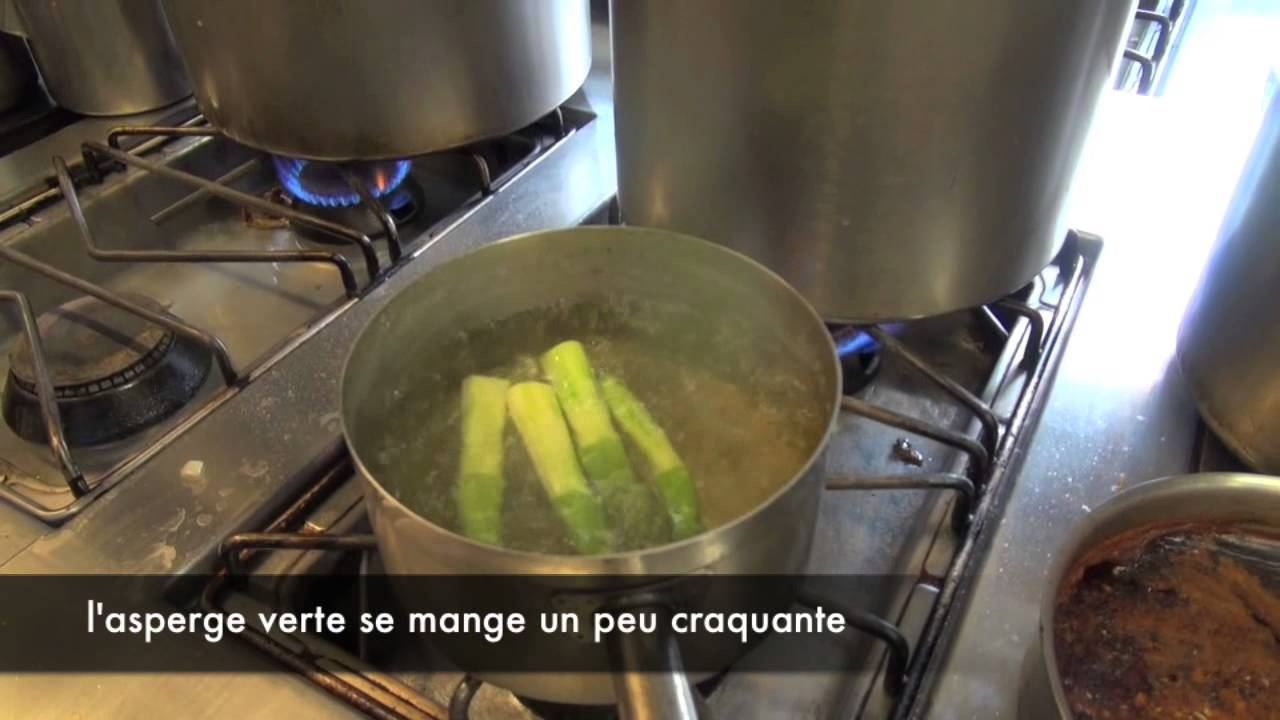 cuisson simple asperges vertes l 39 eau la recette chef. Black Bedroom Furniture Sets. Home Design Ideas