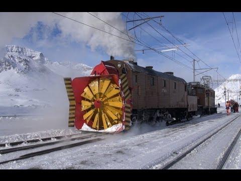 Dampfschneeschleuder Xrot d 9213 und Bernina Krokodil 182-Züge in der Schweiz,Zug,trainfart,train