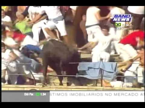 Touro avança no público e fere 40 pessoas na Espanha