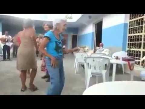 Velhinha dançando Quero bunda ...bunda kkkkkk