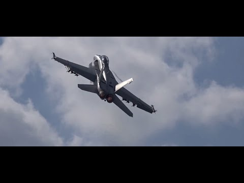 F/A-18 Demo Farnborough Airshow 2014 (Tuesday)