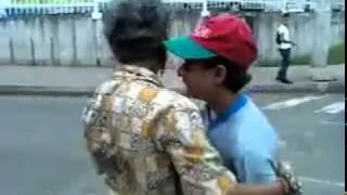 Vieja borracha besando pendejo pelotudo!!! By matix view on youtube.com tube online.