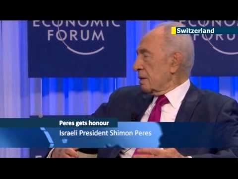 Peres receives leadership award at Davos