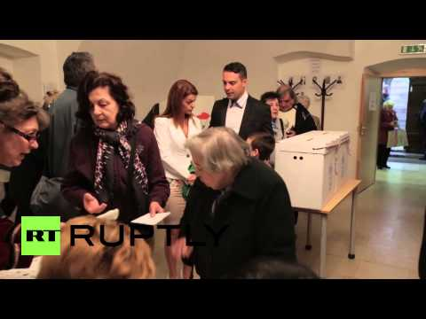 Hungary: Jobbik leader Gabor Vona casts his vote on election day