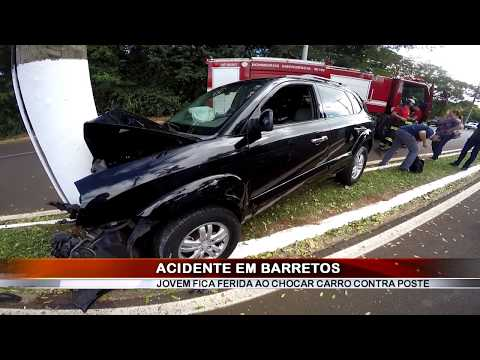 29/05/2019 - Condutora de 20 anos fica ferida ao chocar veículo contra poste em Barretos