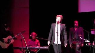 """Jon Bon Jovi Sings Leonard Cohen's """"Hallelujah"""" At Lincoln"""