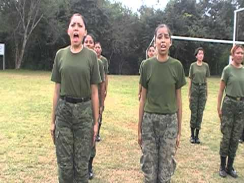 Entrenamiento militar a mujeres