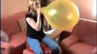 Mausi platzt Luftballons view on youtube.com tube online.