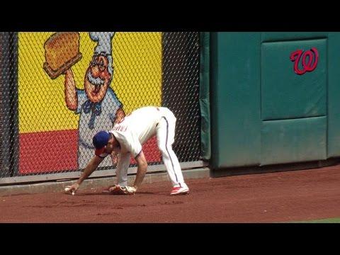 [MLB] 捕手撈不到球,像喝醉了一樣……
