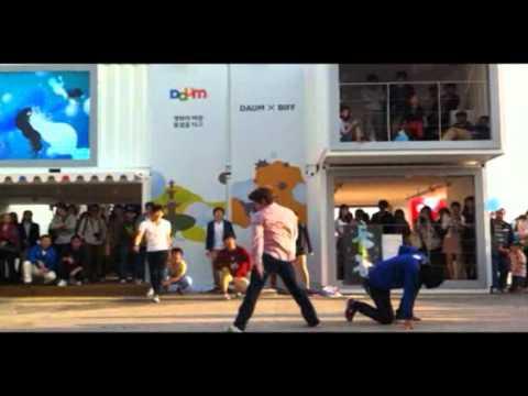 ini lah perpaduan antara bela diri taekwondo dengan dance yang suka dance wow a donk yang suka taekwondo comment donk (y)