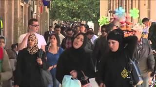 تقري قناة الجزيرة عن تحرك الحكومة المغربية لإقرار قوانين تنظيمية لتفعيل الدستور |