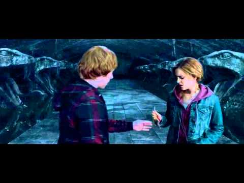 Harry Potter and the Deathly Hallows : Part 2 | FIRST LOOK clip (2011)