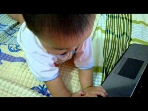 My funny baby Kỹ sư vi tính bú bình đây!