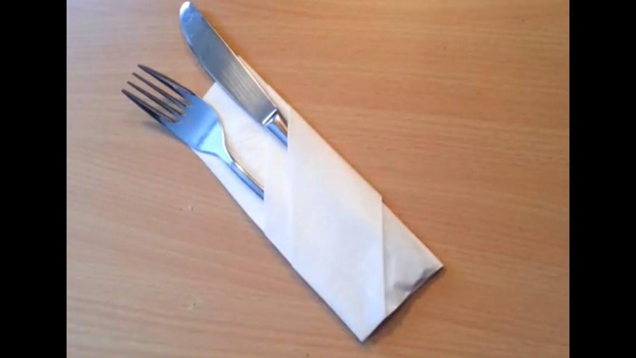 Plier une serviette en range couvert d corer une table - Comment placer les verres sur une table ...