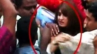 Singham Returns Kareena Kapoor Mobbed In Public