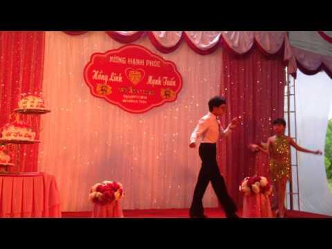2 chị em nhảy dancesport - Đám cưới A Tuấn - C Lĩnh tại nhà gái