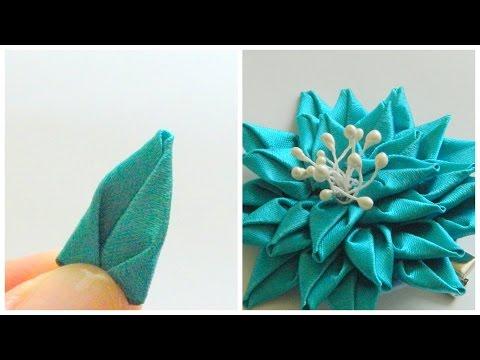 Плоский цветок из лент