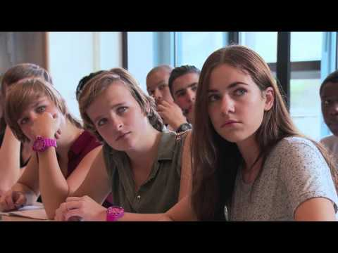 Brugklas Seizoen 01 Aflevering 27 - Seksuele voorlichting & Eerste schooldag