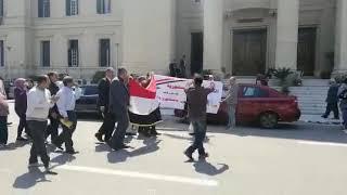 العاملون بجامعة القاهرة ينظمون مسيرة
