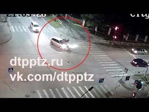 На улице Антикайнена столкнулись легковой автомобиль и мотоциклист