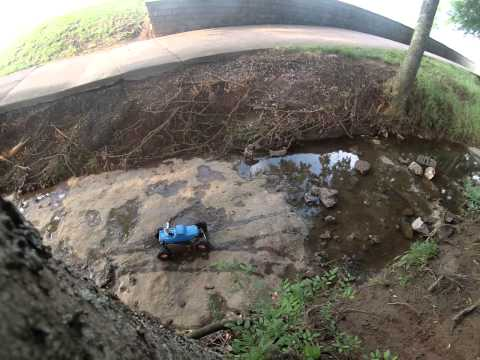 Axial SCX10 Jeep Wrangler Rubicon & RC Crawler Hill Climb