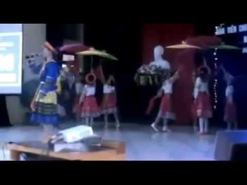 Cô giáo Thảo tụt quần sịp trắng lúc đang hát (3:32)