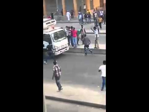 Ethiopians attacking people in streets in Riyadh, Saudi Arabia