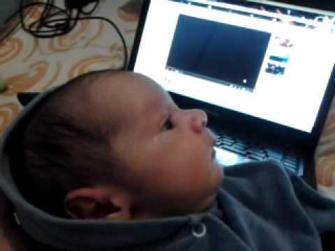 Pietro escutando o som do utero (5 dias de vida)