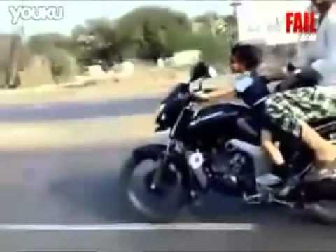 Bé gái 5 tuổi lái xe phân khối lớn. http://bachkhoaviet.com/