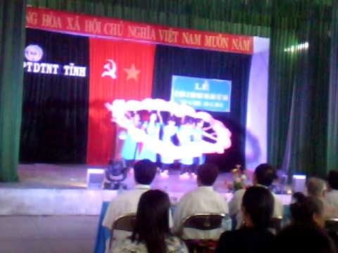 Mua Nguoi thay nam xua_ Lop 12A truong Pho Thong Dan Toc Noi Tru Tinh Phu Yen