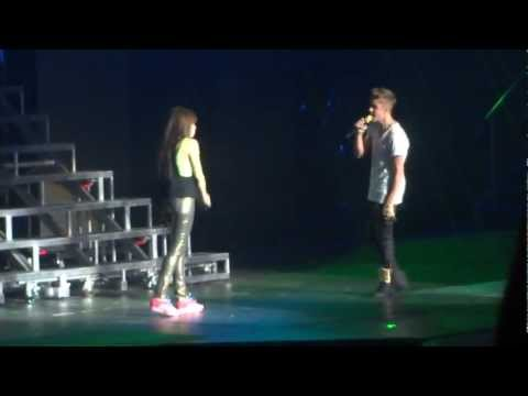 Justin and Carly singing together and Holding hands! (Live/Winnipeg/2012)