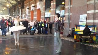 Ballet at public piano @ station Nijmegen (the Netherlands) | Junior Company