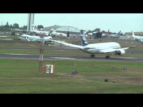 Boeing 787 Dreamliner Test Flight Landing
