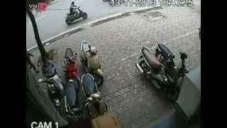 Trộm xe SH trong 3 giây tại Hà Nội :-ss Quá nhanh và nguy hiểm