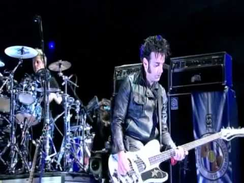 The Cure -  Friday Im In Love (Bestival 2011) -oelvwXlPdAI