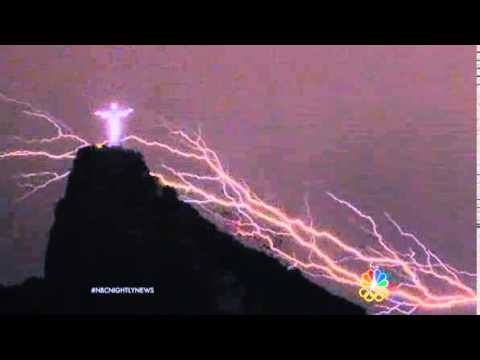 Nightly News Extraordinary Lightning Strike Hits Famous Statue YouTube