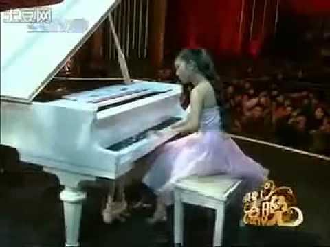 Clip cô gái cụt ngón chơi piano 'hot' nhất Internet tuần qua
