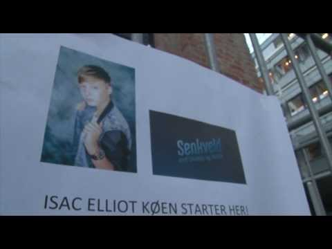 Isac Elliot - Senkveld 2013 - Billettkø utenfor Sony Music Norway