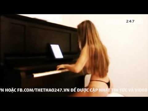 Fan nữ Corinthians khỏa thân biểu diễn Piano