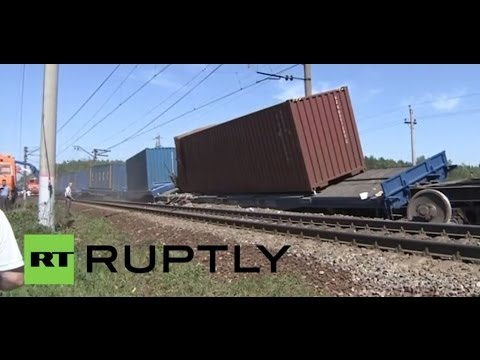 Russia: Workers put derailed train back on tracks