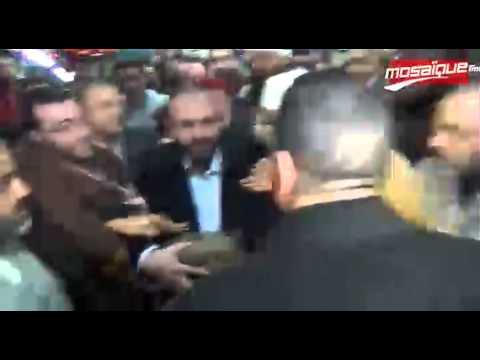 image vidéo وصول ''شعرة'' الرسول الأكرم و جزء من قميصه الى تونس