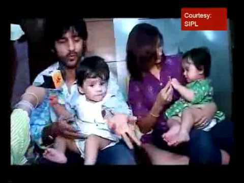 Hiten & Gauri introduce their twins, visit Lalbaugcha Raja