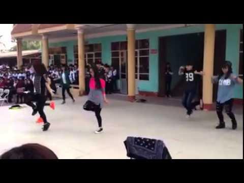 Học Sinh Trường THPT Mê Linh Nhảy Nắng Ấm Xa Dần Cực Đỉnh