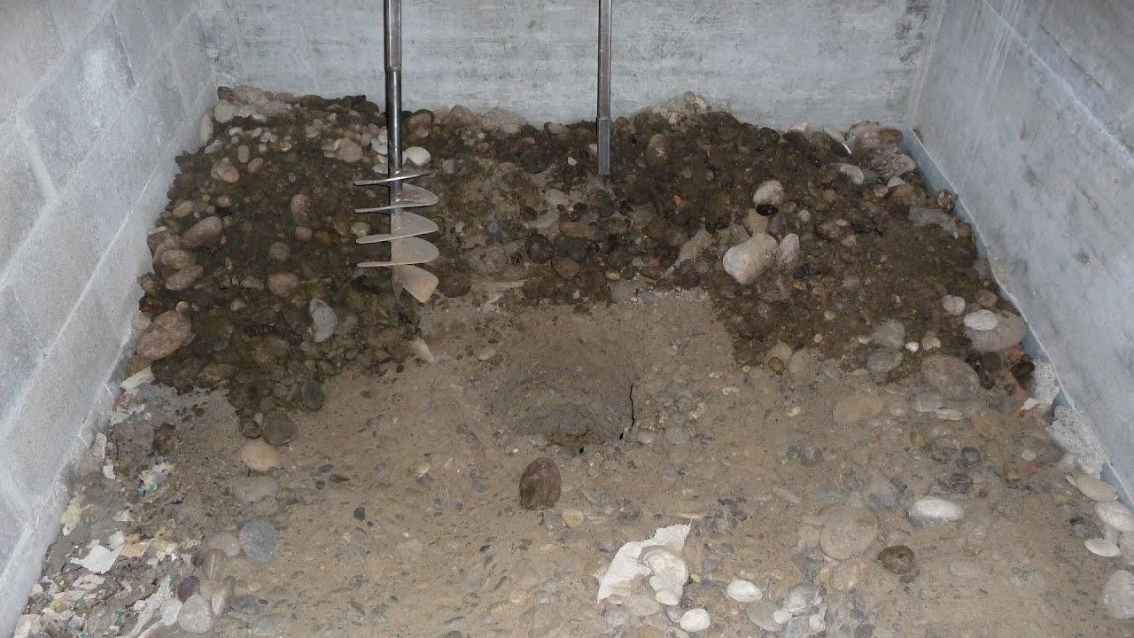 forage d 39 un puits avec une tari re main dans une cave